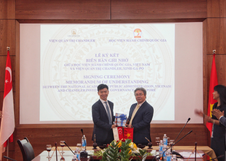 Wu Wei Neng, Executive Director of CIG (left) with NAPA President Prof. Dr Dang Xuan Hoan (right).