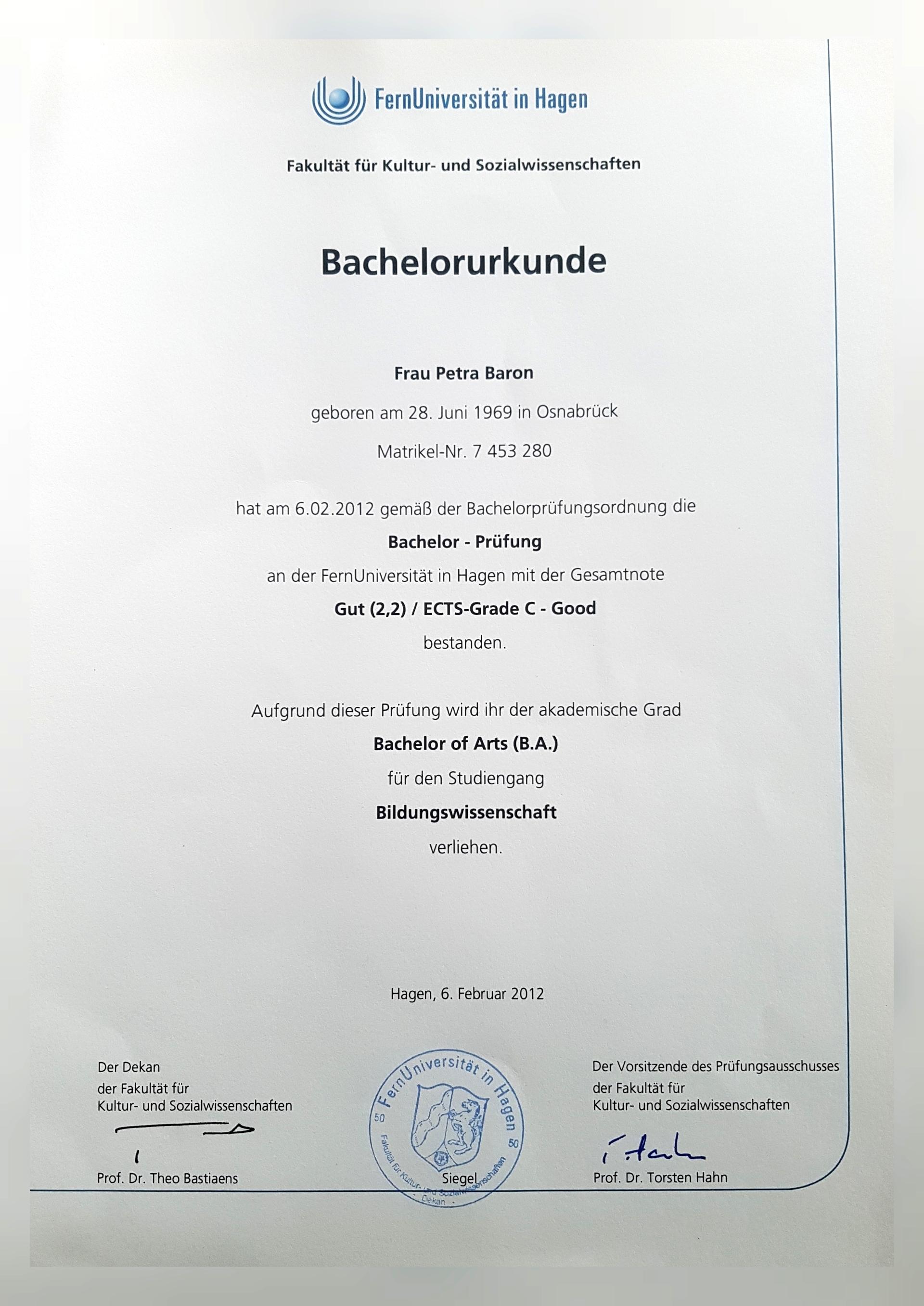 Bachelor Urkunde zum Thema Bildungswissenschaft (Bachelor of Arts)