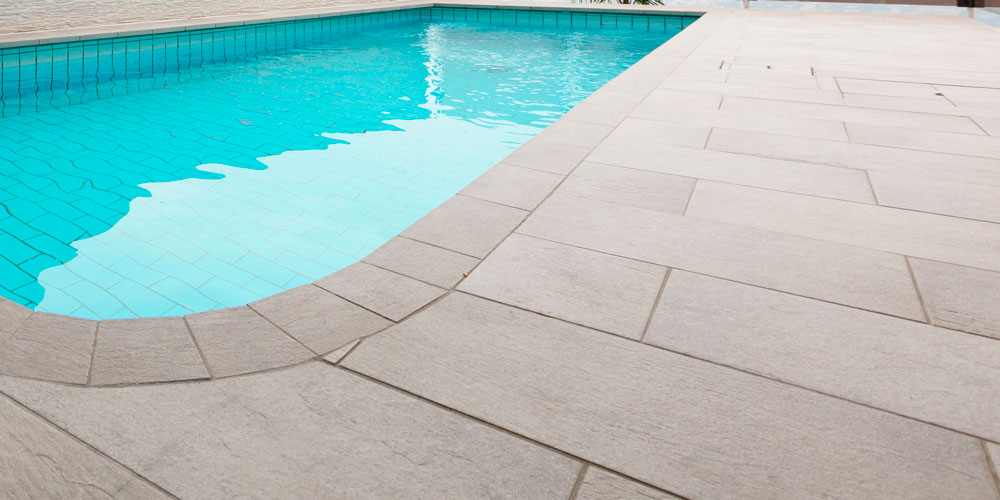 A perfectly clean pool deck in San Antonio.