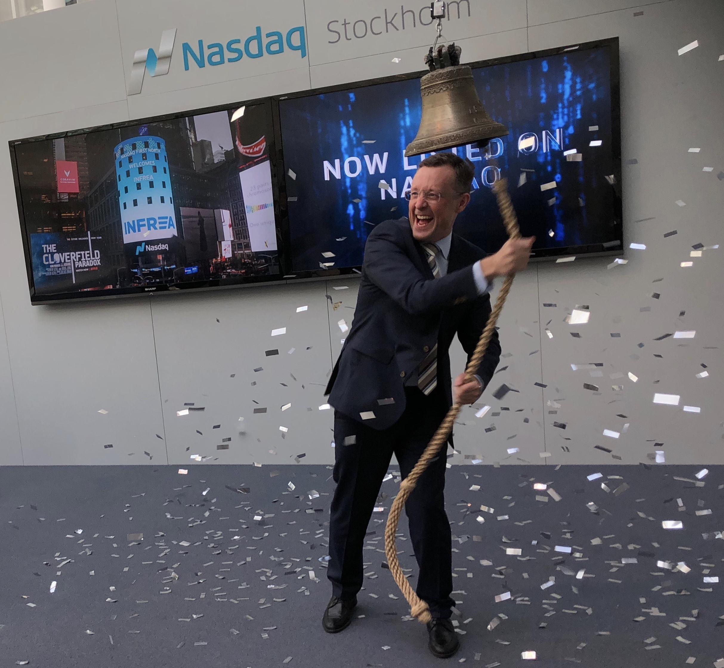 Bild på Tony Andersson vid inringning på Nasdaq.