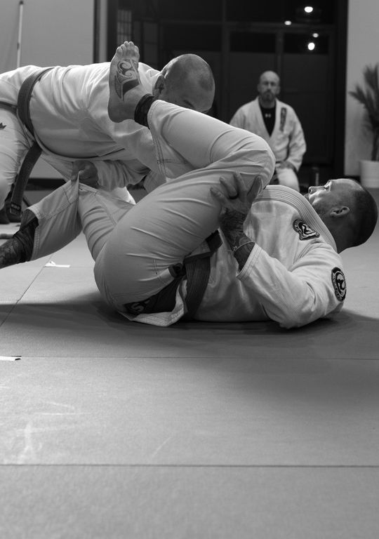 2 men training Brazilian Jiu-Jitsu