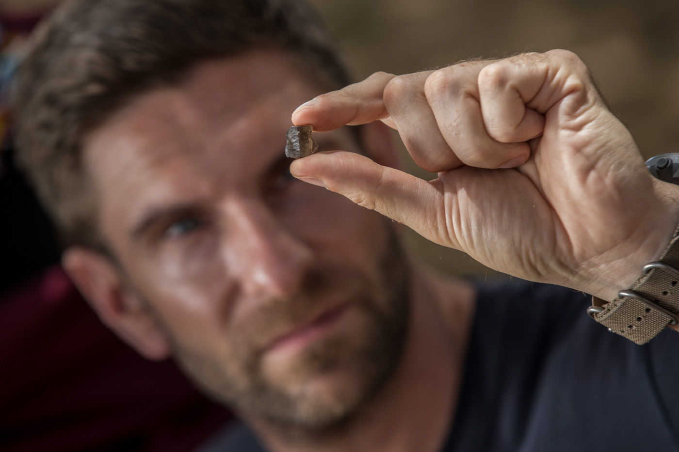Iver Rosenkrantz, Gemologist, looking at a stone at a mine during an experience organised by Baum communications