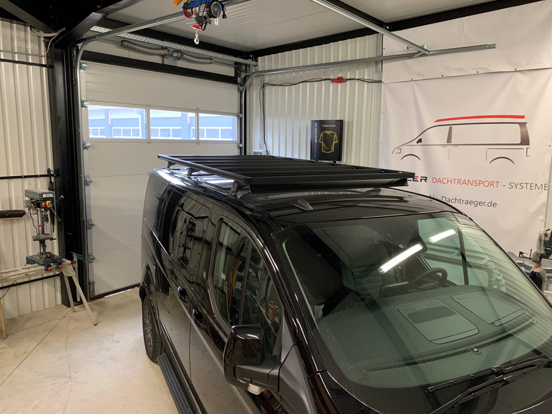 Ford Custom mit Dachträger