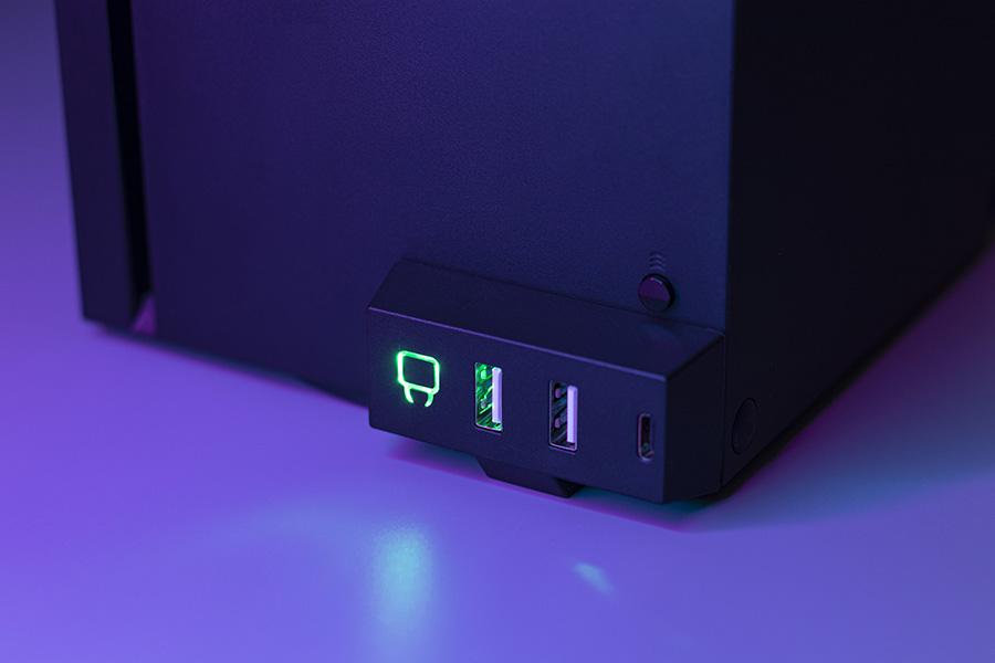 VS2884_Series X_USB Hub_Lifestyle 1.jpg
