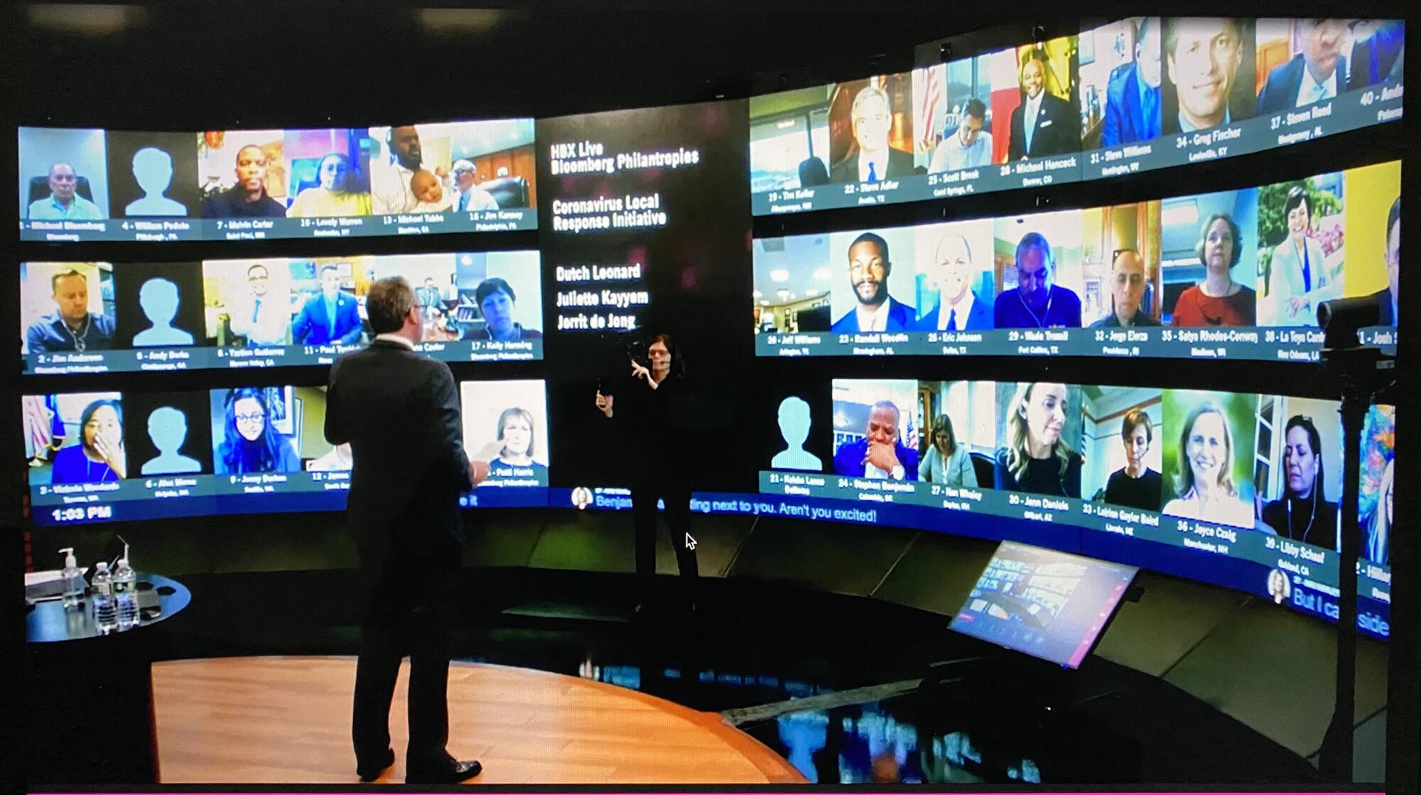 Jorrit de Jong teaching to city leader in a video conference