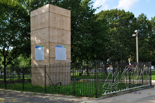 Boxed statue of Christopher Columbus (Philadelphia, June 2020)