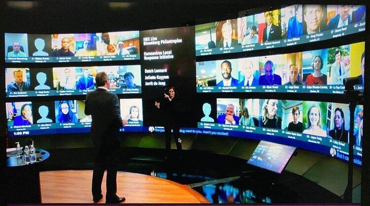 Jorrit de Jong teaching city leaders through a video conference.