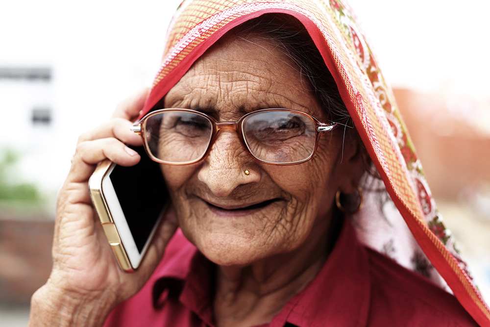 Image of a Arab women on a mobile ophone
