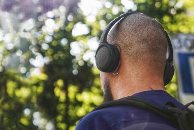 Arli man listeting to audio lessons