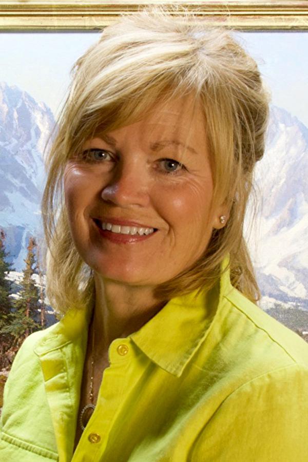 Cindy Baron headshot