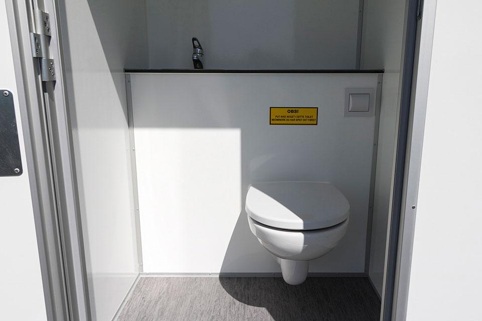 Toilet med kværn
