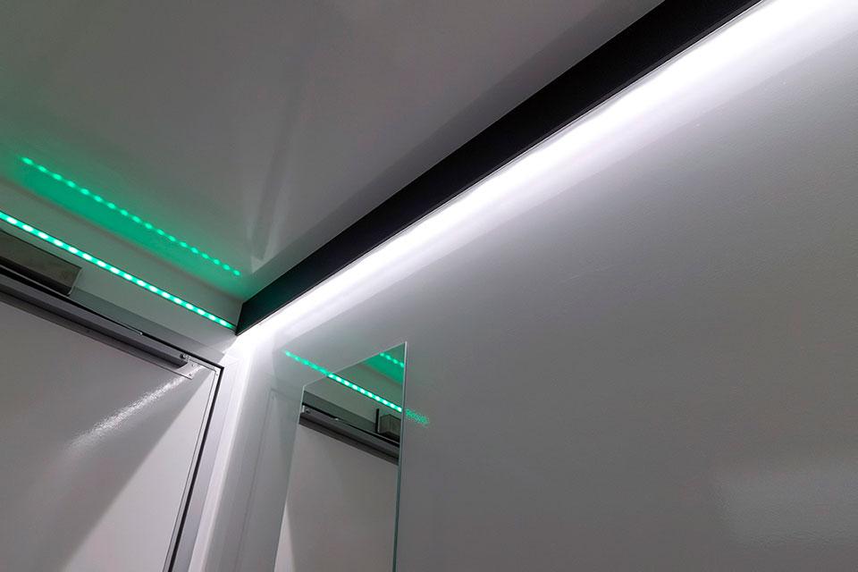 LED lys langs væg