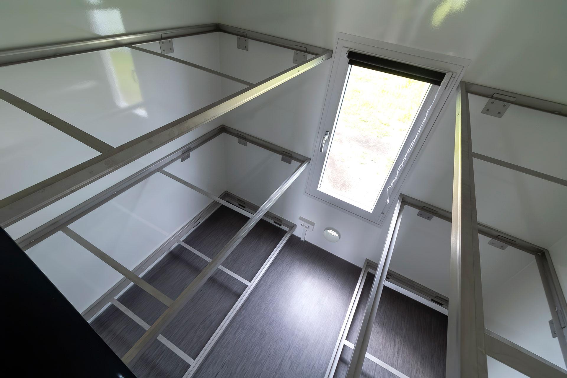 Sovevogn til 12 personer indefra