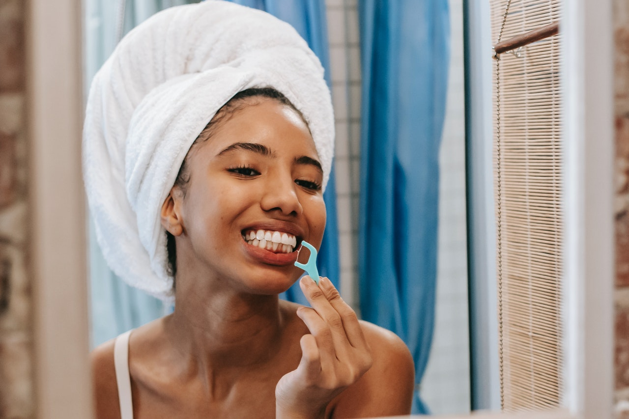 How often should you floss? (Tips and FAQs)
