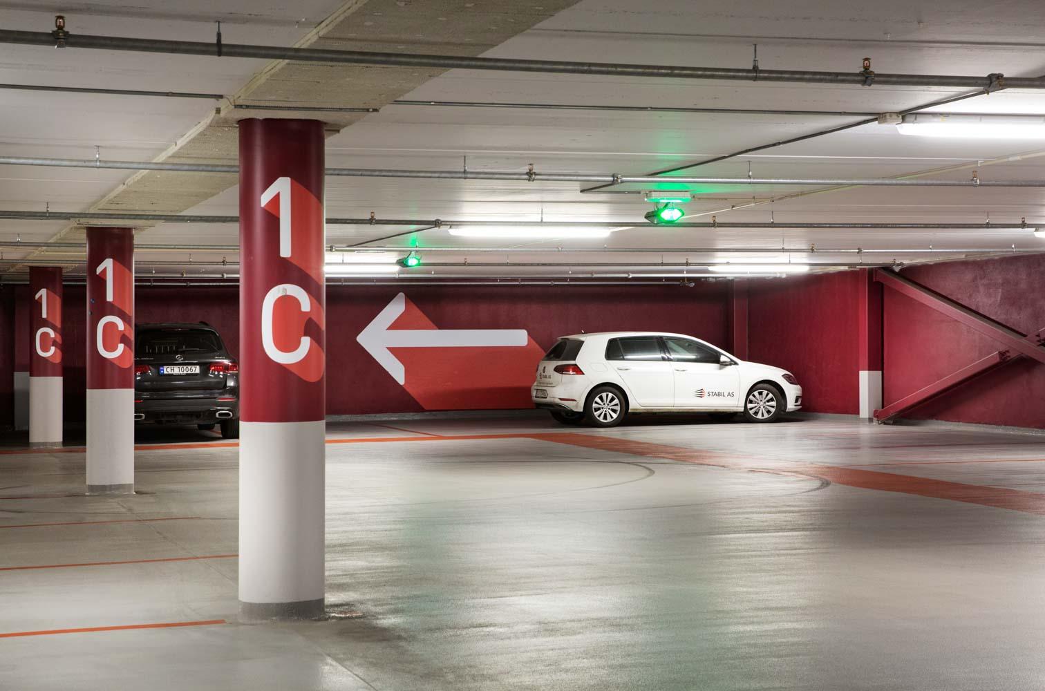 Triaden parkeringshus ligger i tilknytning til Triaden senter og består av stålbæring med HD elementer. Stabil har prosjektert stålbæringen for Åkrene Mek. på prosjektet.