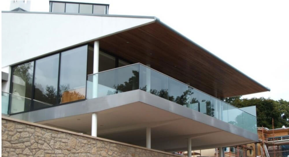 Design, manufacture and installation of structural glass balustrade to a modern residential property