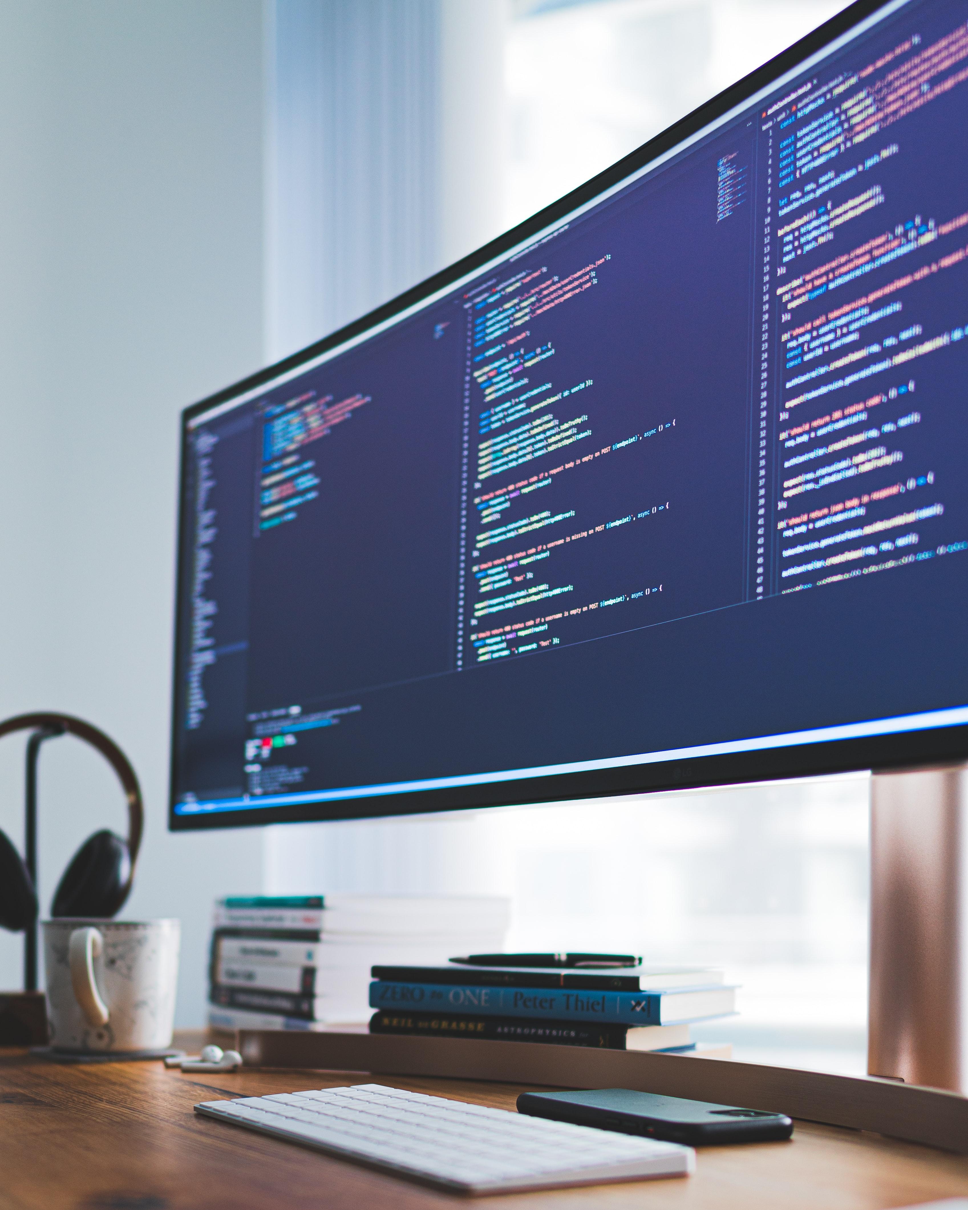 Monitor mit Programmcode  Zeilen