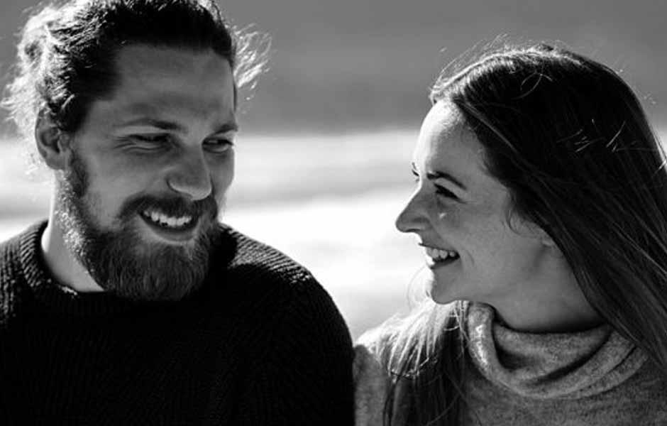 Par ler sammen utendørs