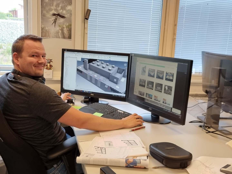 En av våre ingeniører som designer en av våre produkter