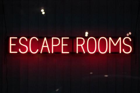 'Escape rooms' sign
