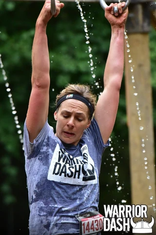 woman doing warrior dash