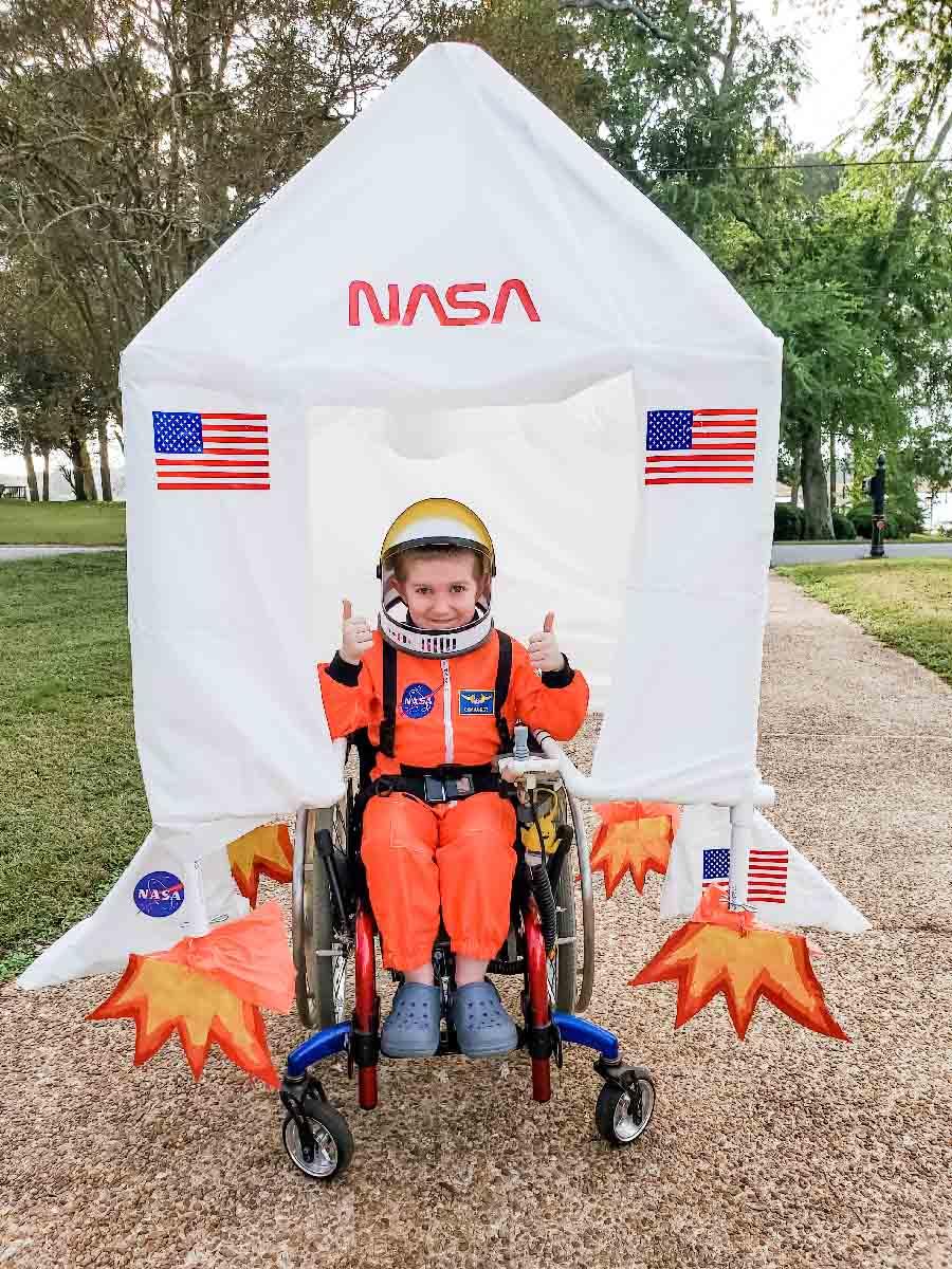 Child in NASA astronaut halloween costume