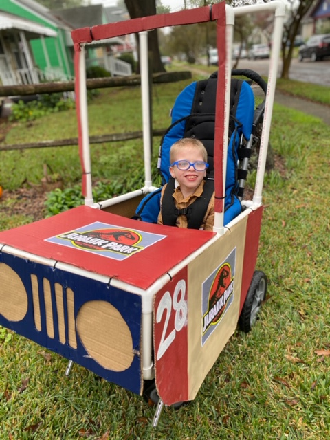 Child in jurassic park jeep halloween costume