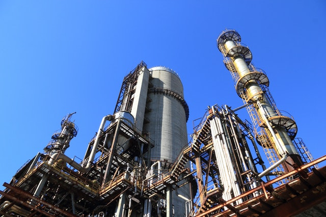 An image of an oil refinery represending the work cloudksope does for the oil and gas industry, image.
