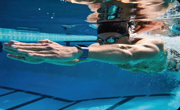 Photo d'un nageur sous l'eau