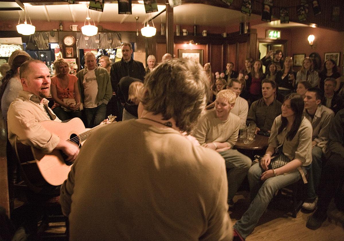 Traditional Irish music in pub